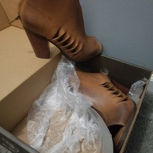 Ariat Lindsley bootie size 9B in Tennessee Tan
